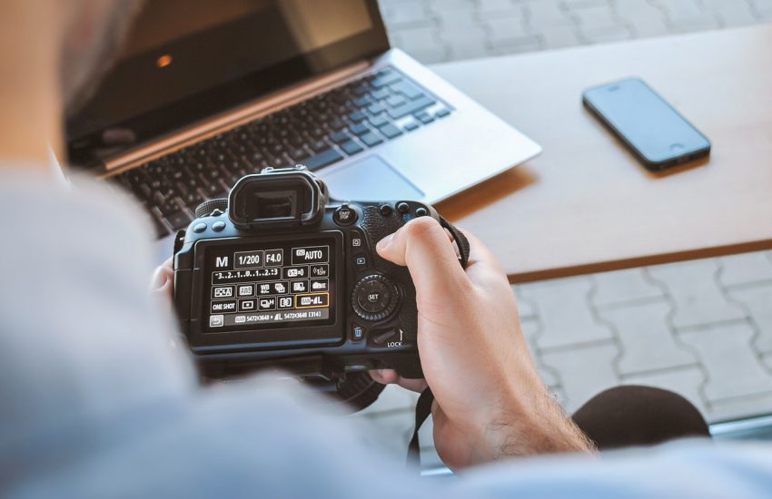 photo camera 850x550 - What You Need to Know to Run Your Photography Blog Successfully