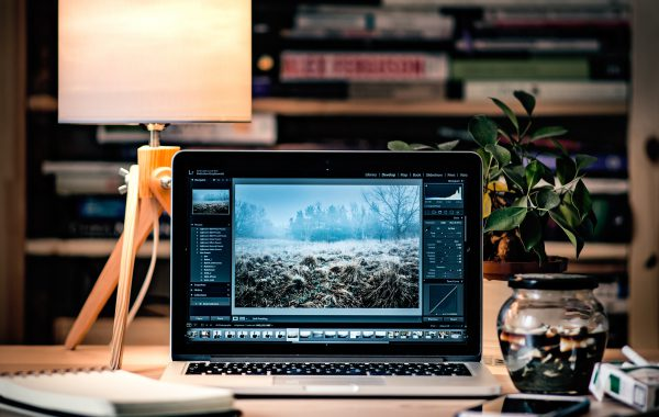 phot editing 600x380 - The Best Photo Editing Apps - The Apps You Need to Edit Photos