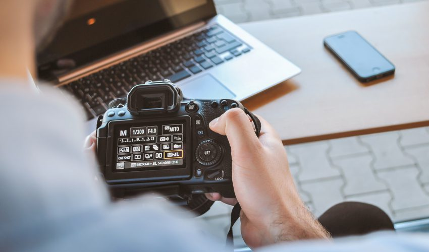 photo camera 850x500 - What You Need to Know to Run Your Photography Blog Successfully